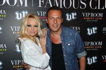 Pamela Anderson al VIP Room a St. Tropez